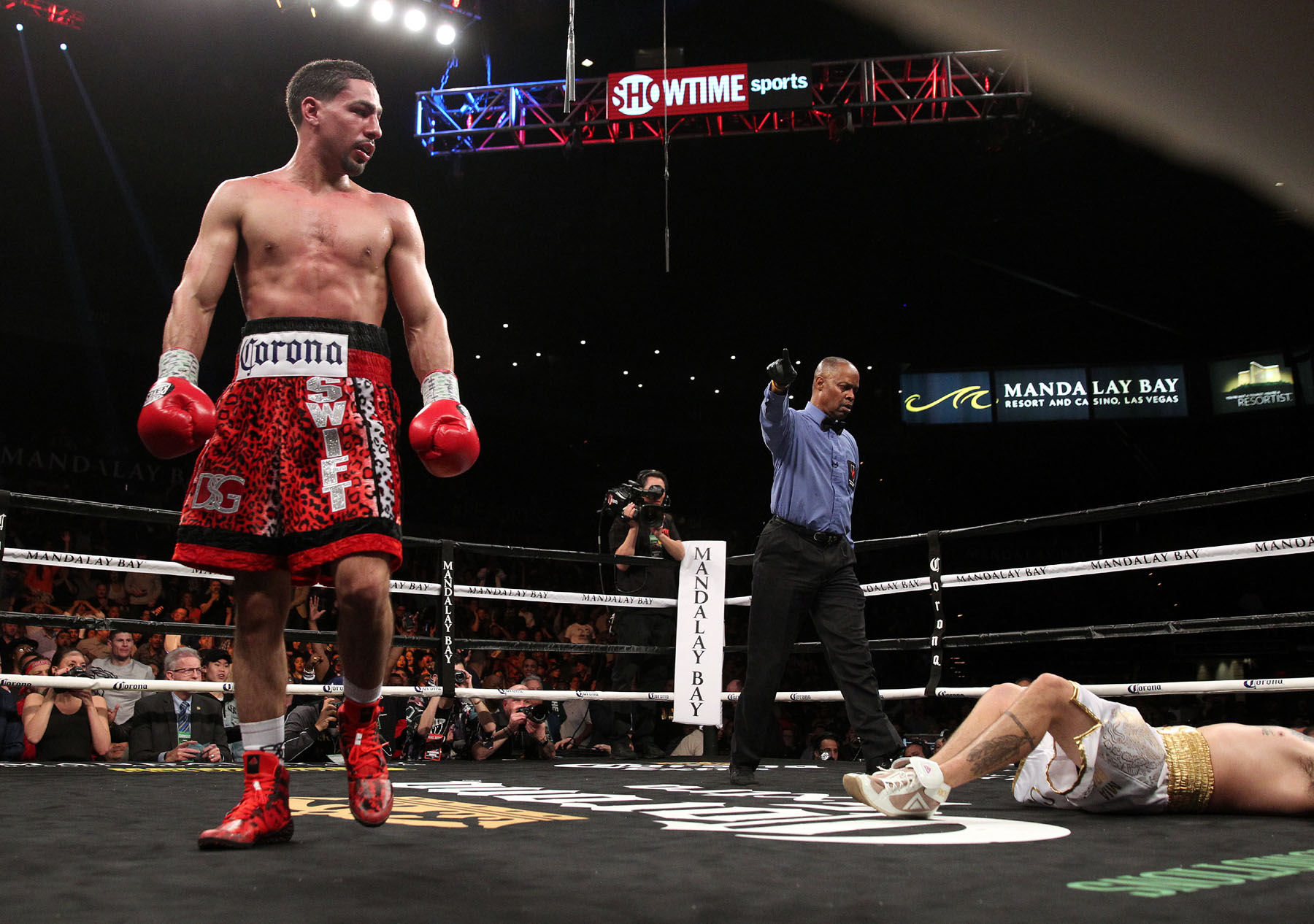 940246887ab9 Boston native, Edwin Rodriguez took on Buffalo, NY native Lionell Thompson  in a bout that went the distance. Rodriguez stuck to his game plan and was  able ...